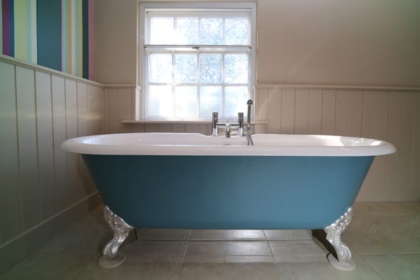 Bath tub at period house rental