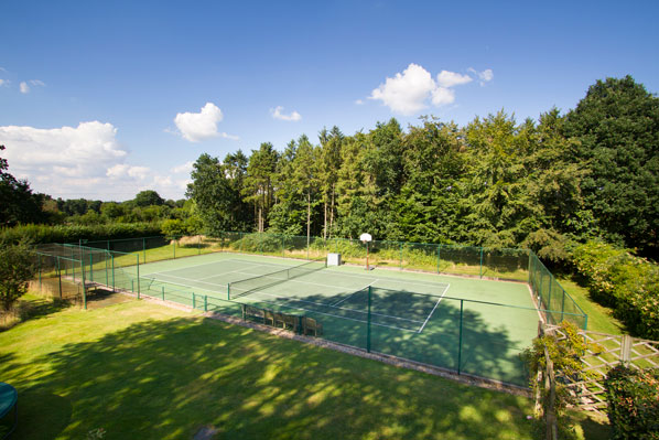 photo property tennis court